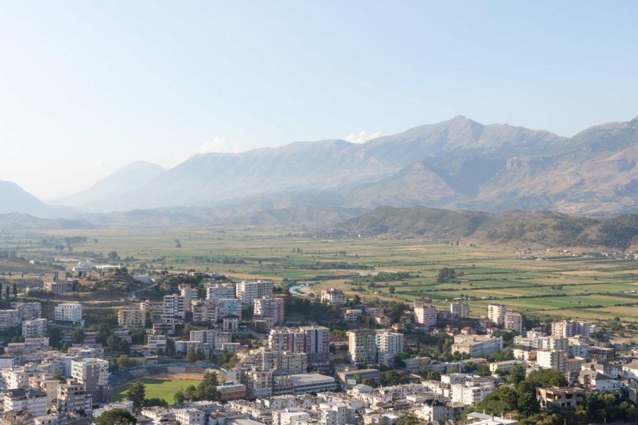 Côté moderne de la ville de Gjirokaster