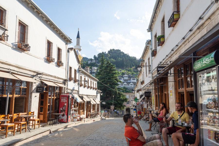 Bazar de Gjirokastër en Albanie