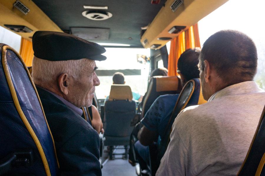 Intérieur d'un bus en Albanie
