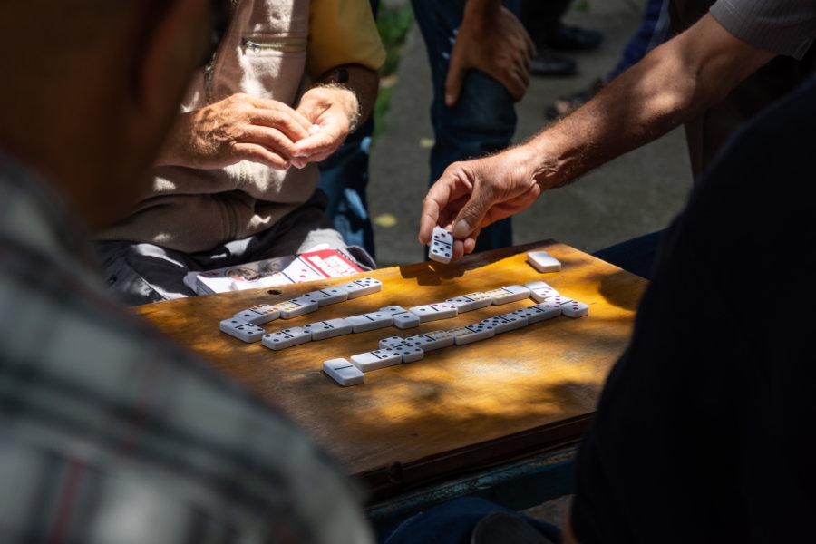 Joueurs de dominos en Albanie