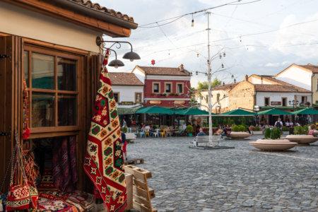 Old bazaar à Korça en Albanie