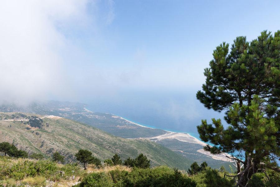 Mer et montagne à Llogara en Albanie