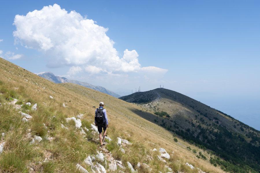 Randonnée sur la montagne à Llogara en Albanie