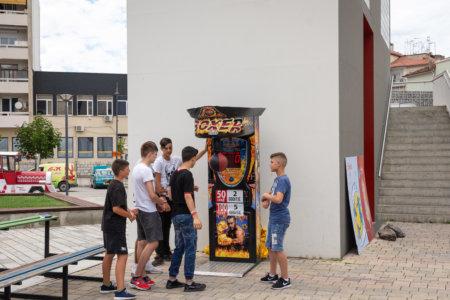 Machine à boxe en Albanie