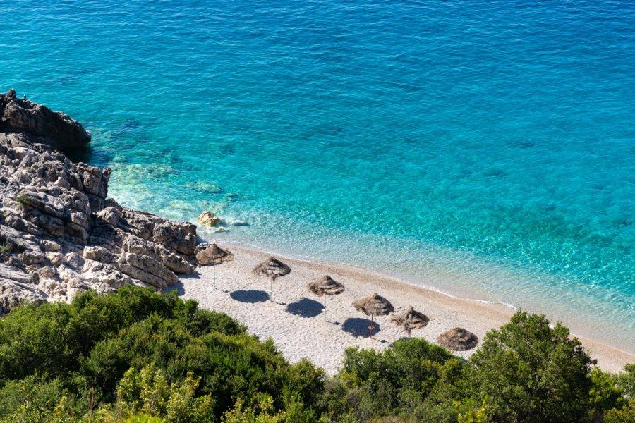 Plage à l'eau turquoise en Albanie