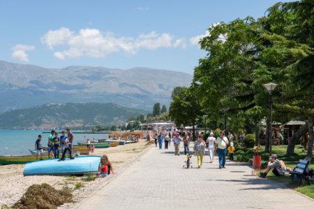 Promenade près du lac de Pogradec
