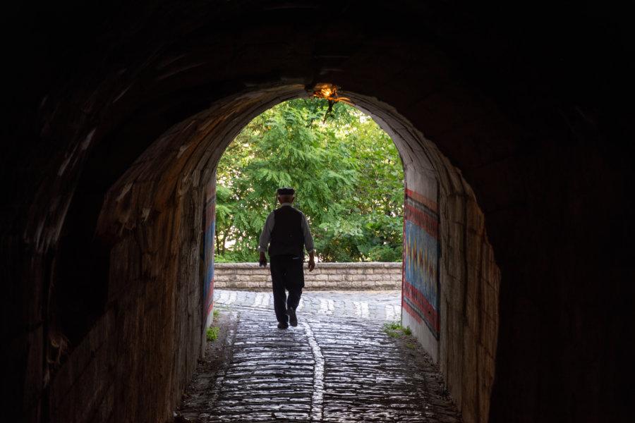 Tunnel à Gjirokastër en Albanie