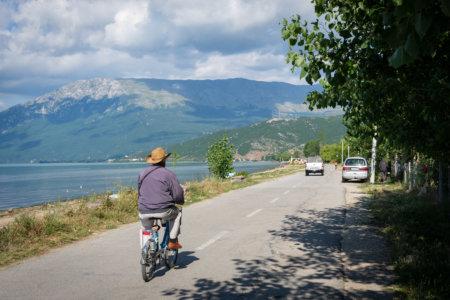 Vélo près du lac de Pogradec