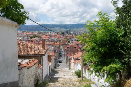 Ville de Korça en Albanie
