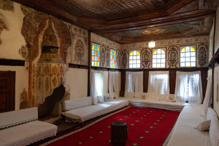Intérieur d'une maison-tour à Gjirokastër