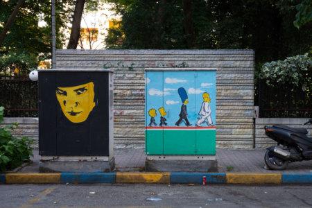 Street art sur les boites électriques à Tirana