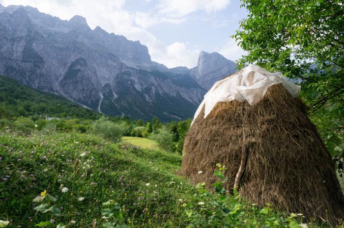 Botte de paille à Theth en Albanie