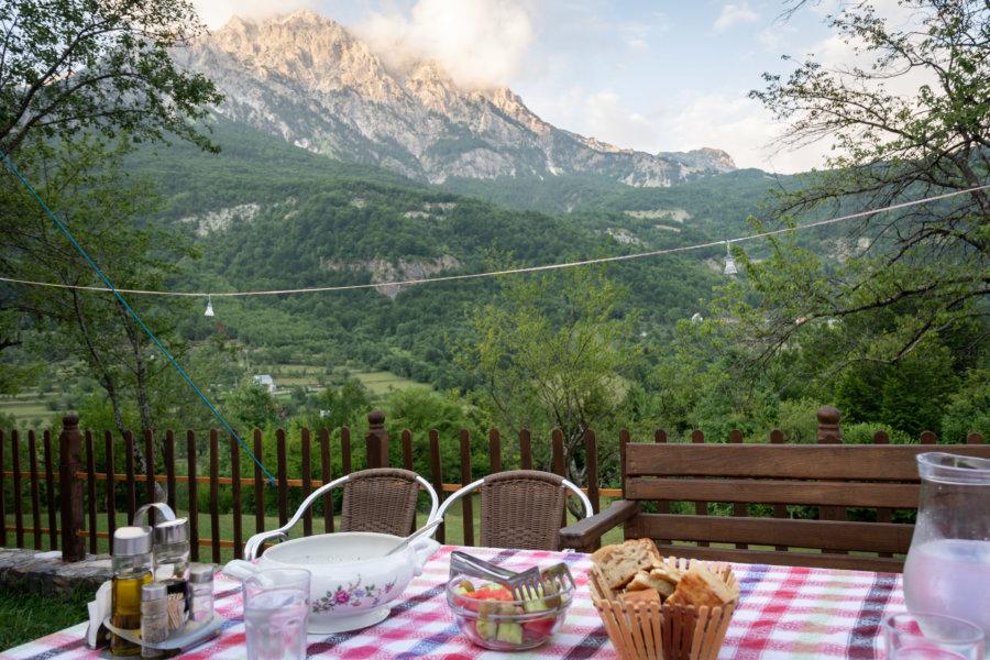 Dîner avec vue à Theth, Albanie