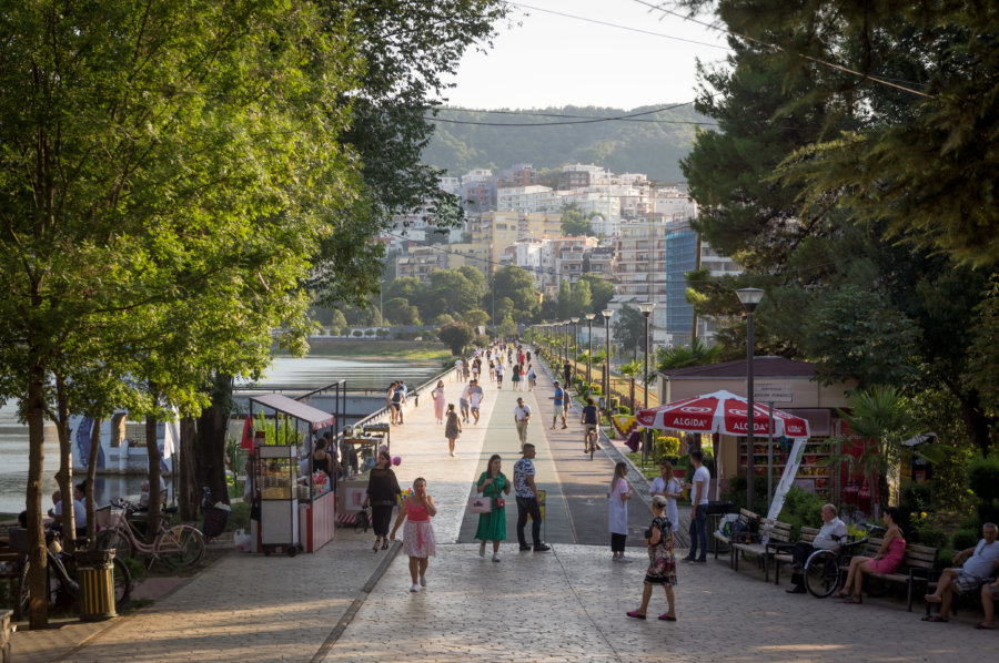Grand parc de Tirana en Albanie
