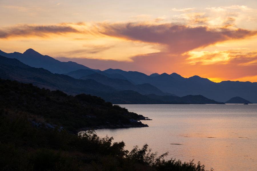 Coucher de soleil sur le lac de Shkoder