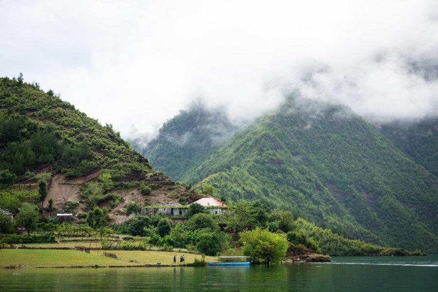 Montagnes et lac Koman, Alpes albanaises