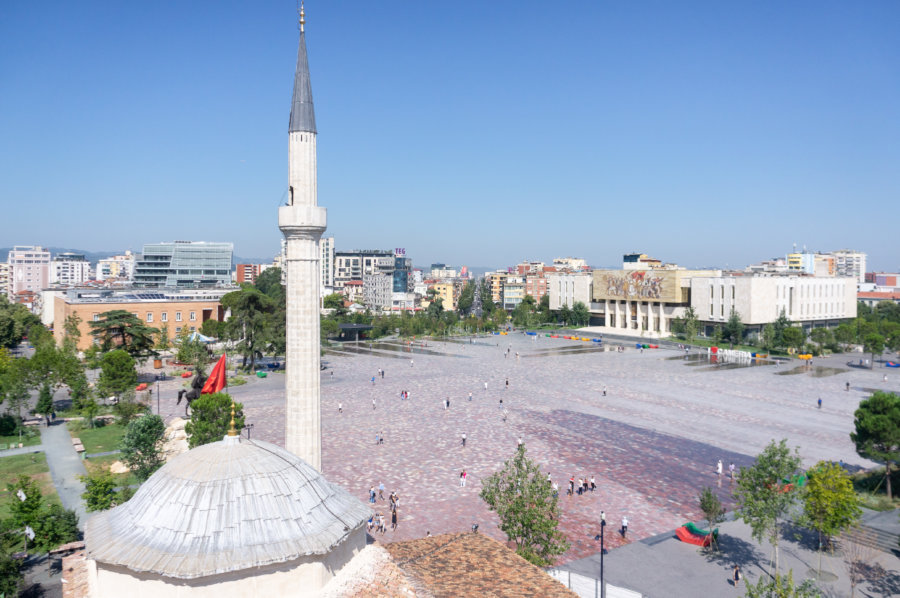 Mosquée sur la place Skanderbeg à Tirana