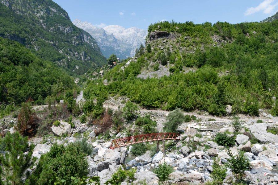 Pont à Theth en Albanie