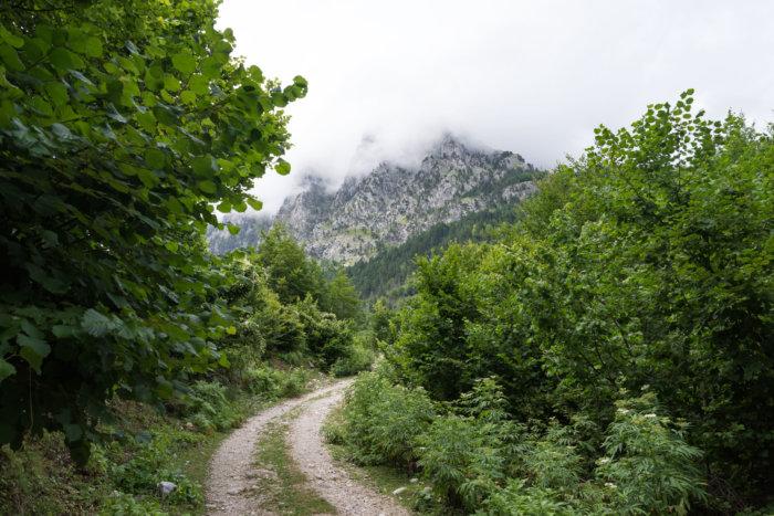 Sentier de Valbona à Kukaj, montagnes albanaises