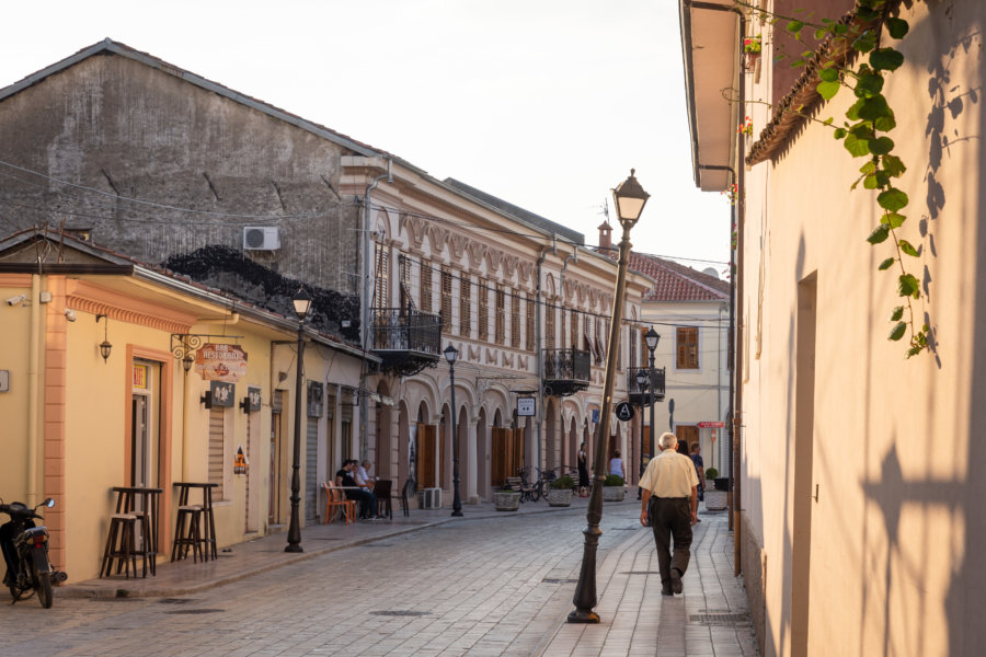 Rue de Shkodra en Albanie