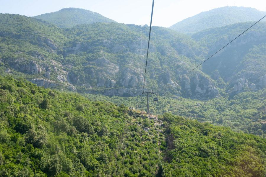 Téléphérique pour la montagne de Dajti à Tirana