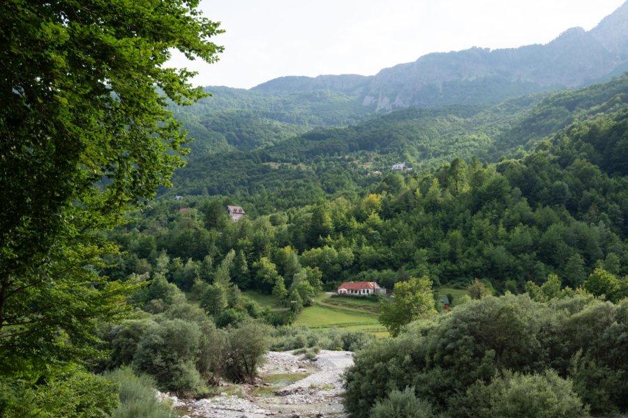 Vallée de Theth, montagne en Albanie