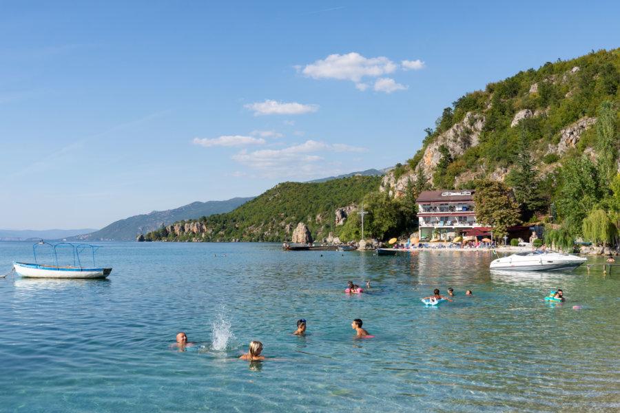 Baignade dans le lac à Trpeytsa