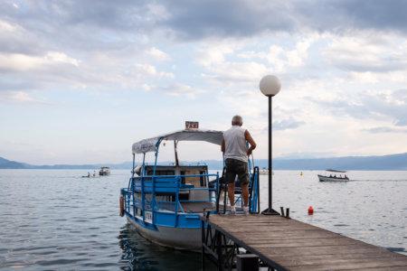 Bateau taxi sur le lac d'Ohrid