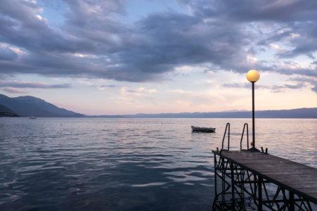 Coucher de soleil sur le Kaneo à Ohrid