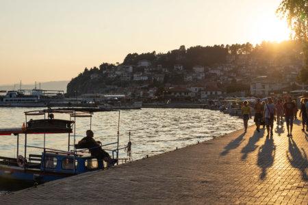Coucher de soleil sur la ville d'Ohrid