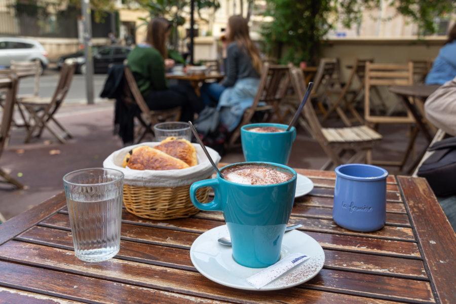 Dessin : la trottinette électrique à Paris Vs à Marseille