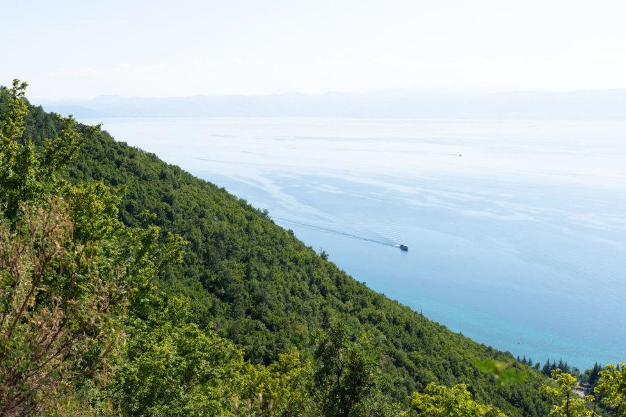 Colline et lac d'Ohrid