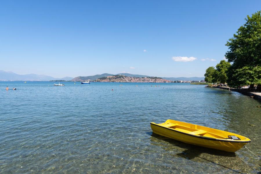 Eau transparente dans le lac d'Ohrid
