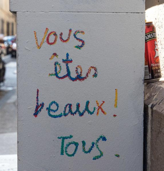 Message dans la rue à Marseille