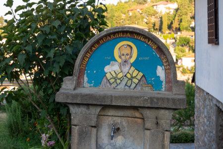 Peinture orthodoxe sur une fontaine