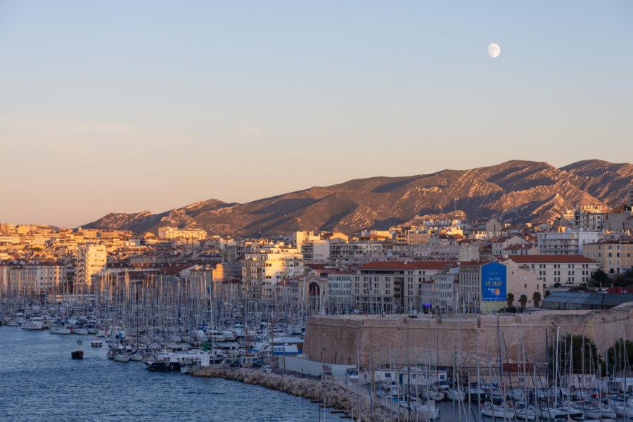 Port de Marseille au coucher du soleil