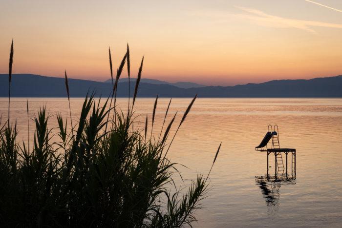 Toboggan sur le lac d'Ohrid, Macédoine du Nord
