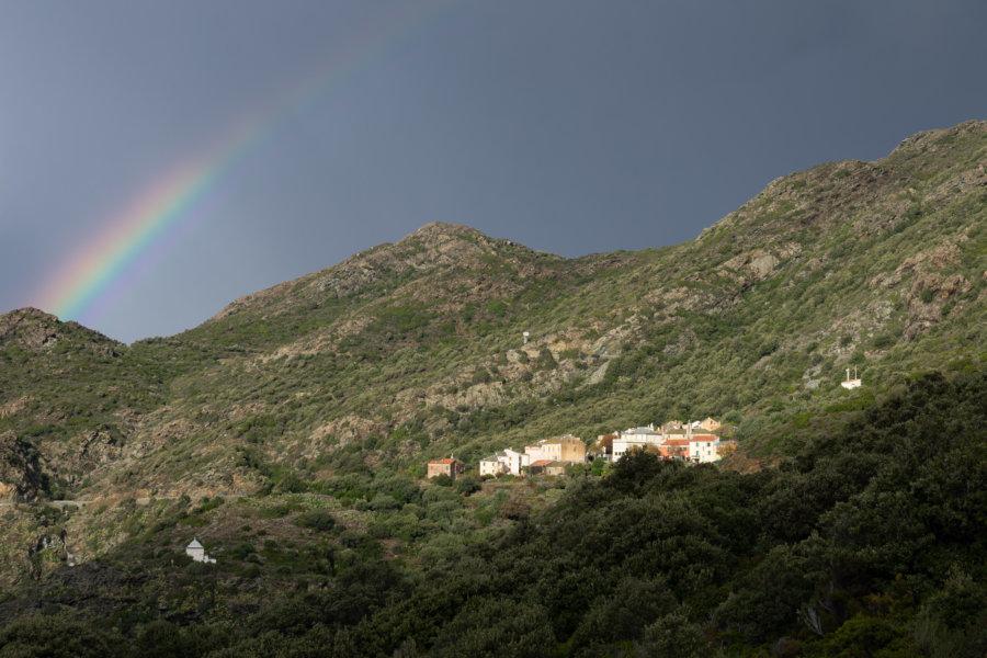 La Corse en automne avec arc-en-ciel