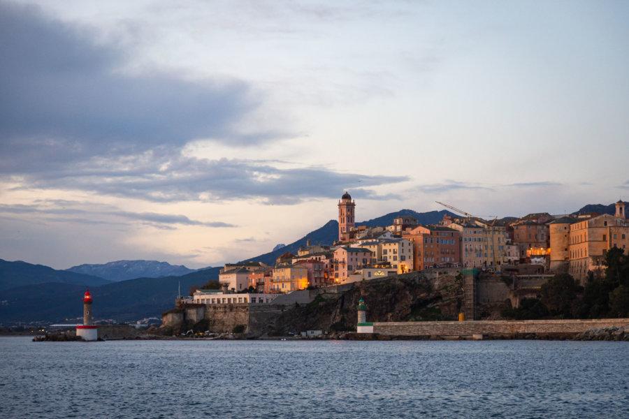Arrivée à Bastia en ferry le matin