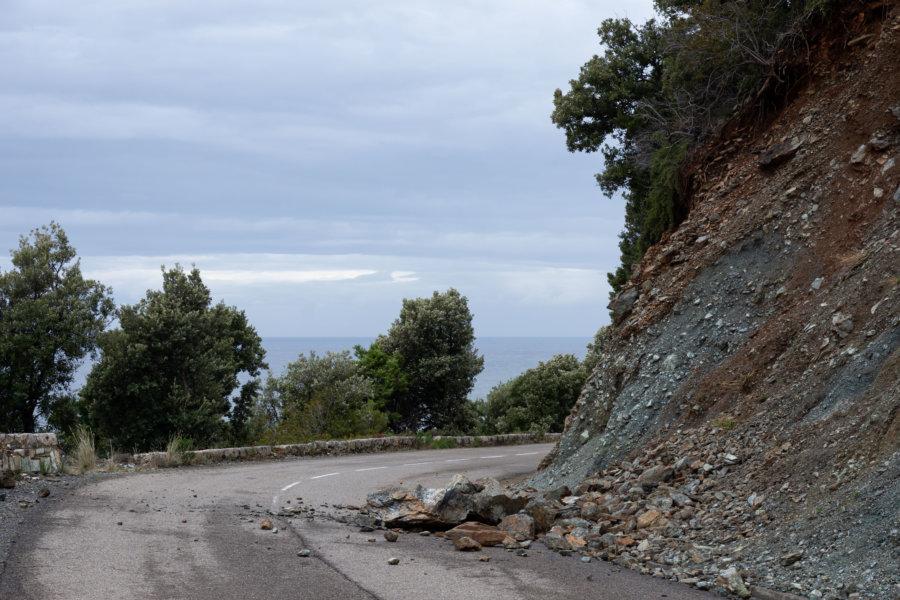 Eboulis sur la route, la Corse en automne