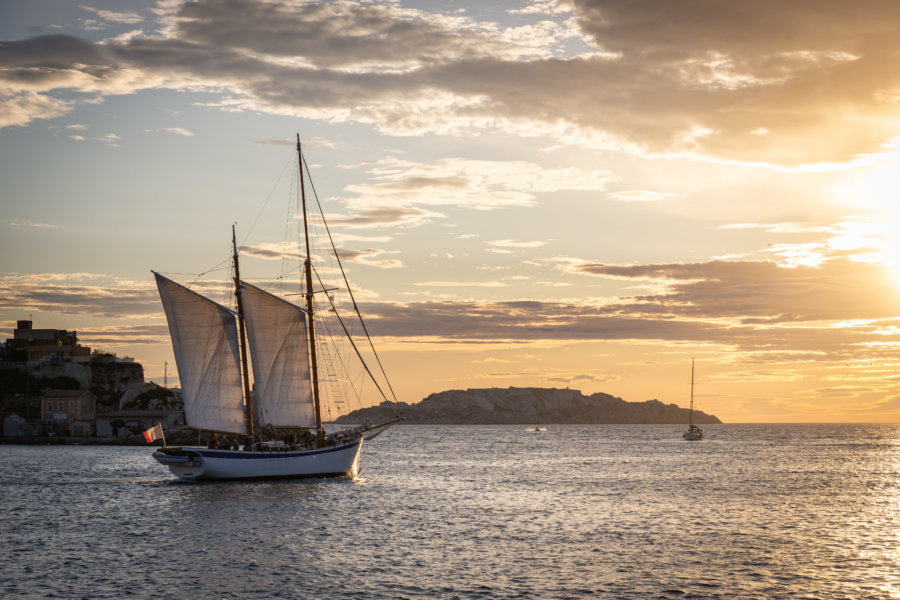 Coucher de soleil sur la mer à Marseille