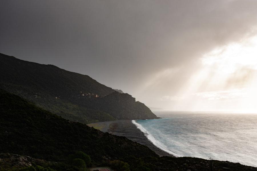 Plage de Nonza en Corse sous la tempête