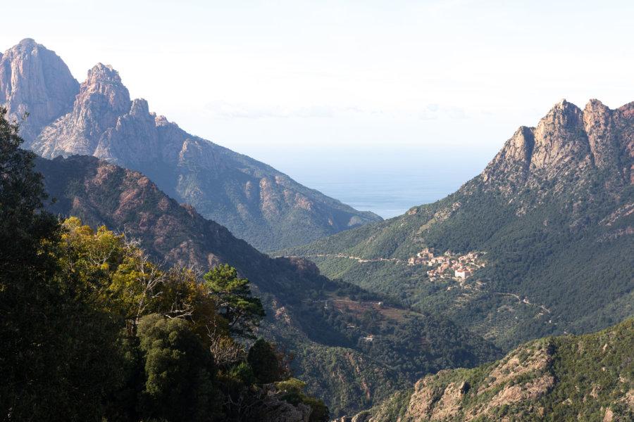 Montagnes vers Piana et Ota en Corse