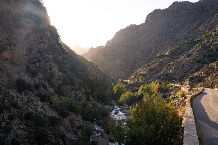 Route de montagne en Corse