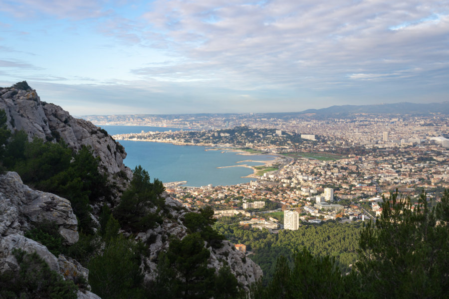 Vue panoramique sur Marseille depuis la Croix Pastré