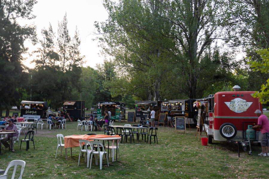 Food court sur la Plaza Francia à San Rafael