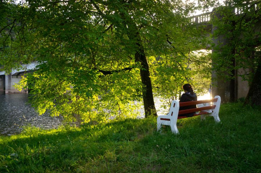 Pique-nique sur un banc près du Lot