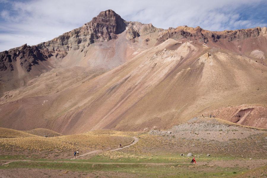 Randonnée dans la montagne de l'Aconcagua en Argentine