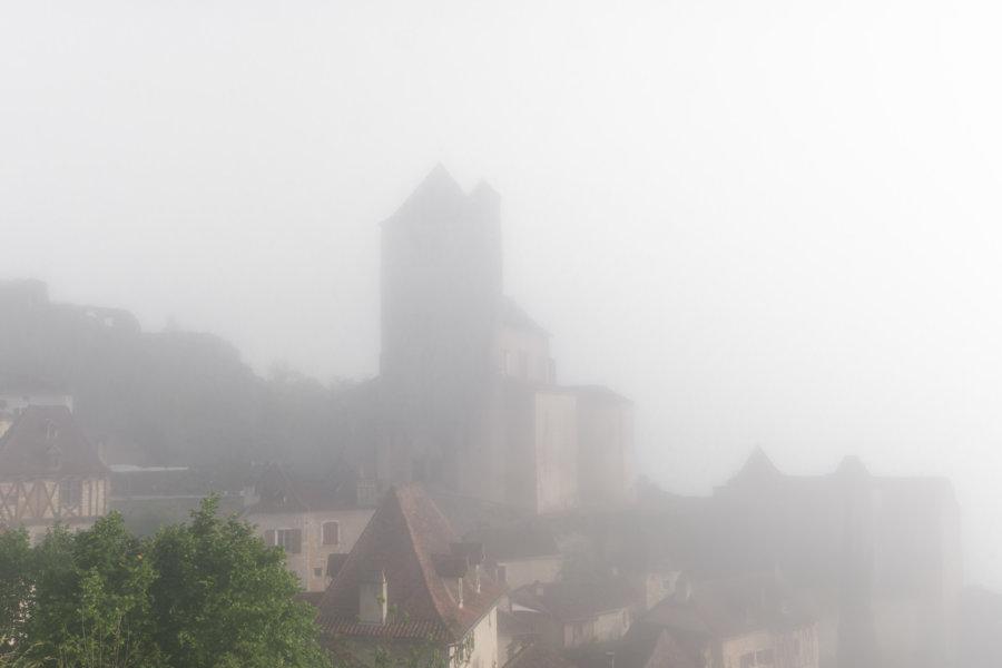 Saint-Cirq-Lapopie dans la brume