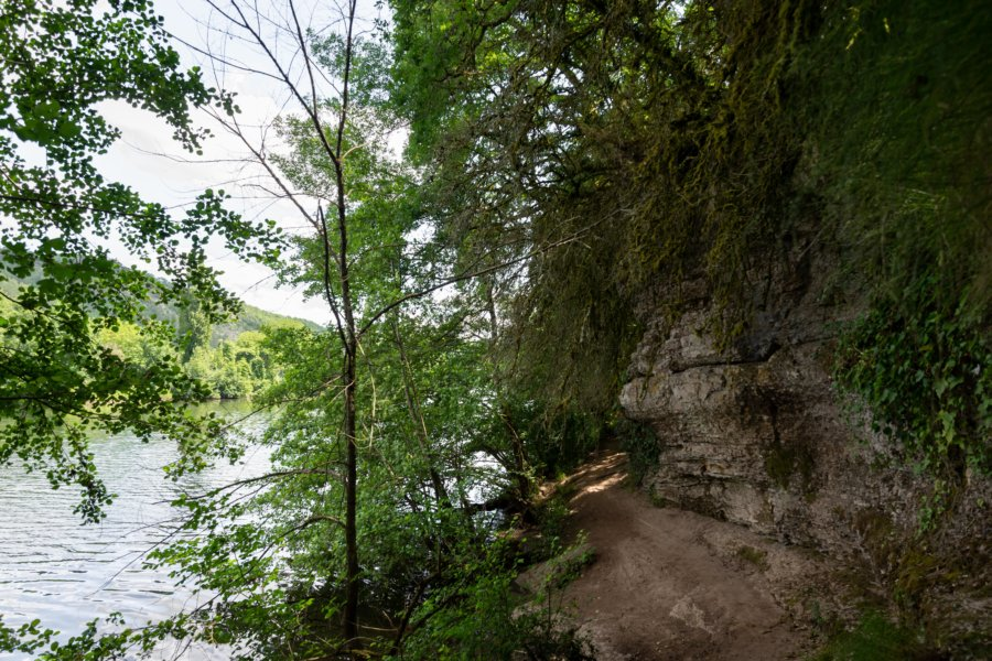 Sentier de randonnée au bord du Lot